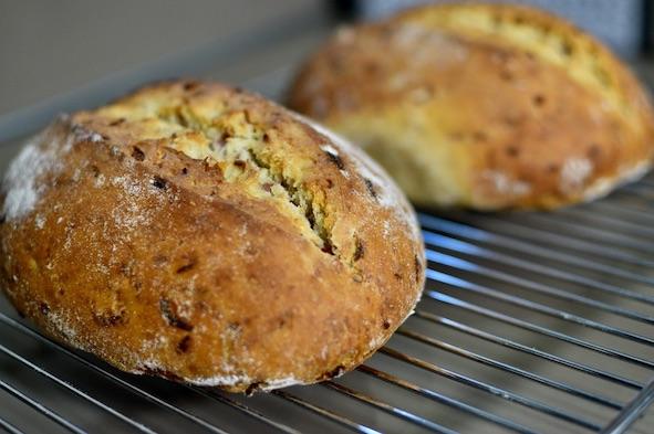 洋葱奶酪香肠酸面包